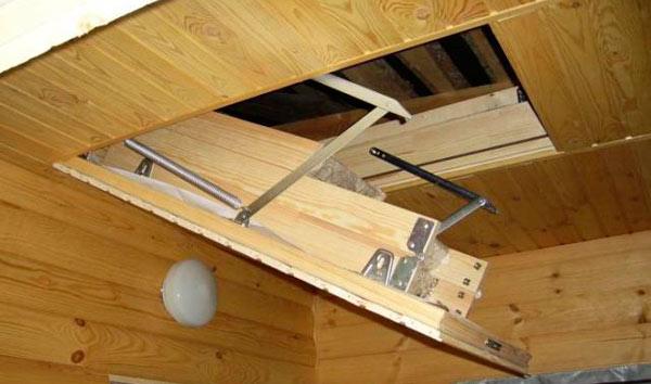 рама чердачного люка с лестницей