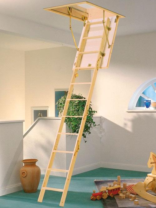 складная лестница на чердаке