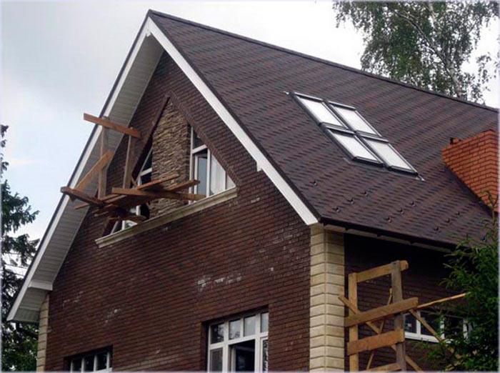 фото двускатной крыши с мансардой