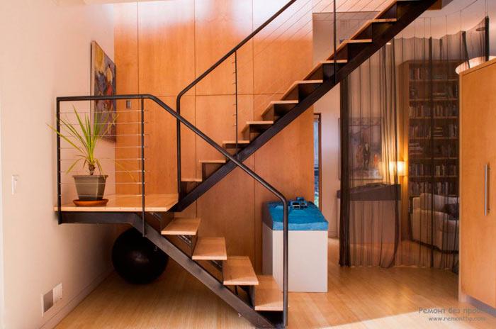 металлическая лестница на мансарду