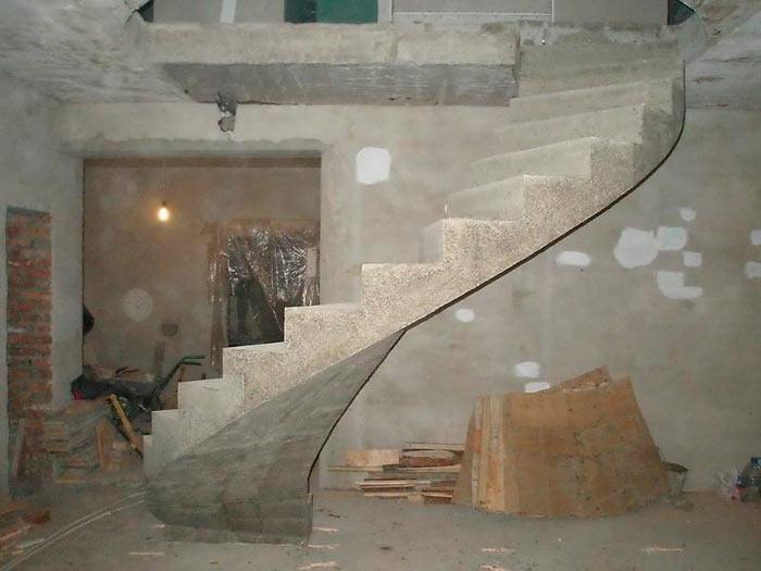 железобетонная мансардная лестница