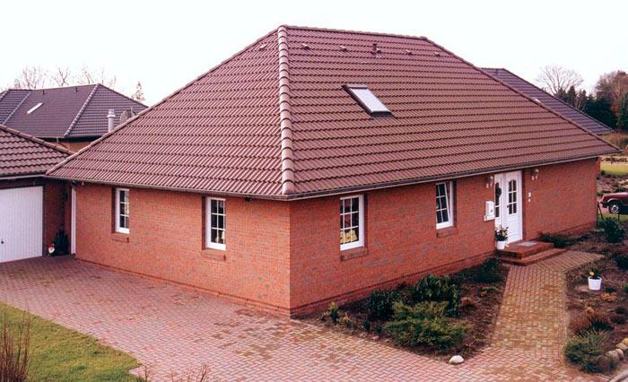 фото дома с обычной вальмовой крышей