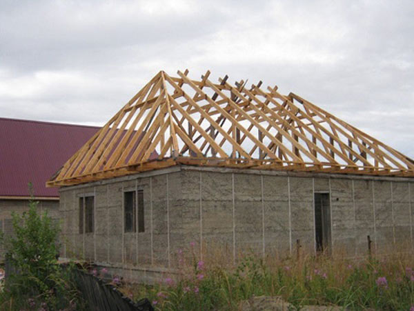 опирание стропил вольмовой крыши на балки перекрытия