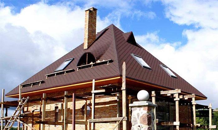 фото дома с шатровой мансардной крышей