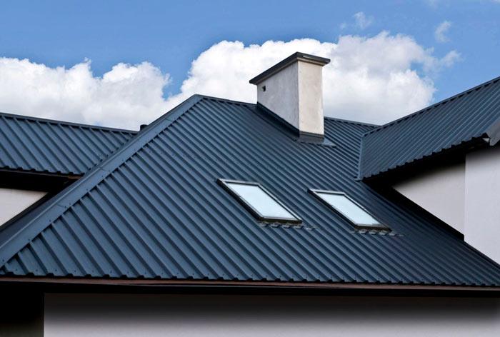 фото крыши покрытой профнастилом