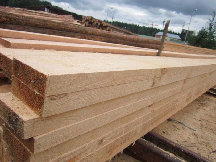 хороший деревянный брус для стропил