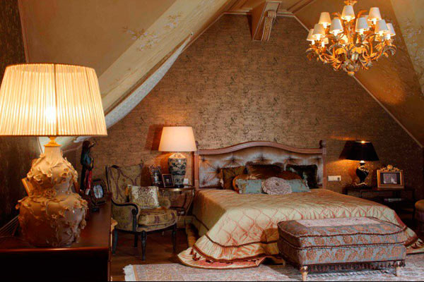 Интерьер спальни в мансардной в стиле 195