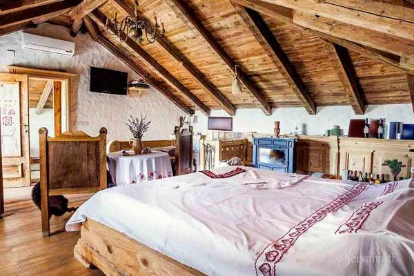 дизайн спальни на мансарде в стиле кантри