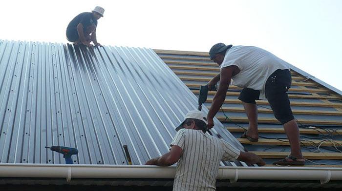 вариант количества саморезов на крыше из профнастила