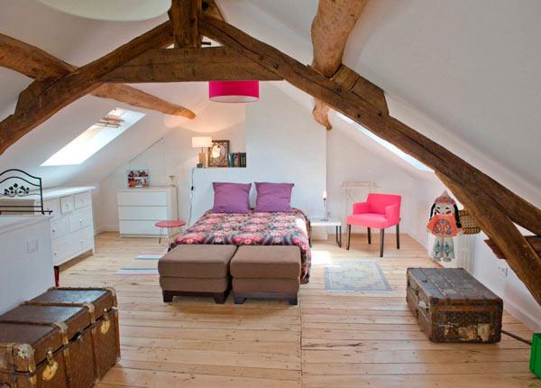 спальня под двухскатной крышей