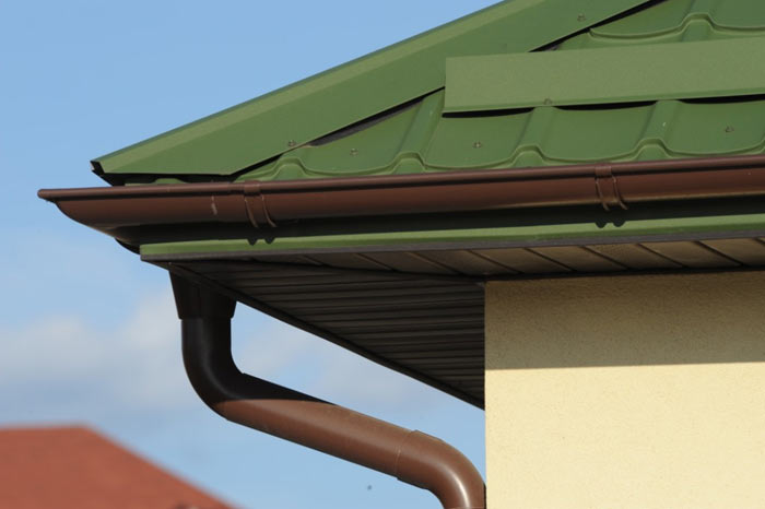 стальной водосток для крыши