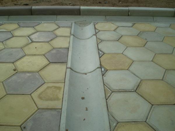 водосточный желоб из бетона для отвода воды