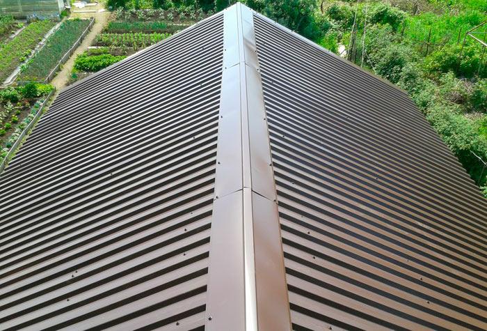 конек на крыше из профилированного листа