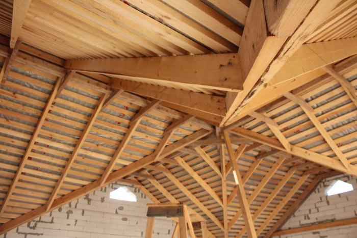 стропильная система многощипцовой крыши изнутри