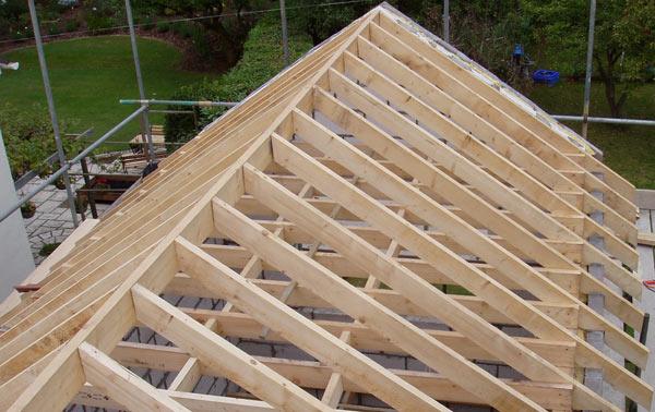 установленные стропила на крышу