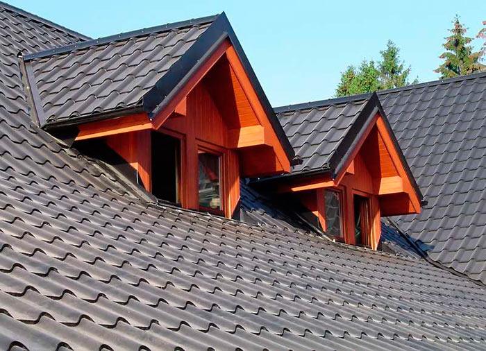 крыша покрытая листовой черепицей из металла