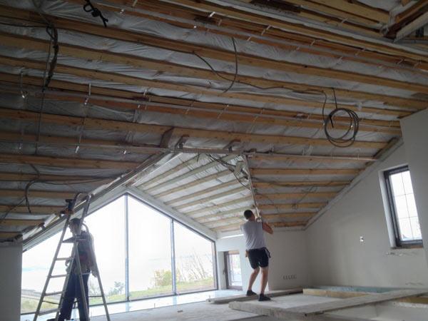 основание для натяжного потолка на мансарде