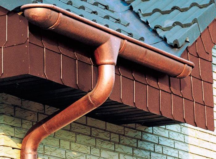 пример медного водостока для крыши