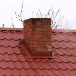 труба на крыше из металлочерепицы - миниатюра